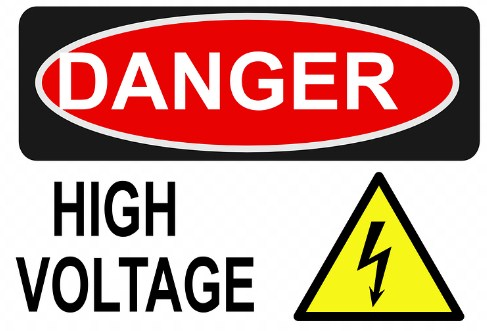rumus tegangan listrik dan contoh soalnya